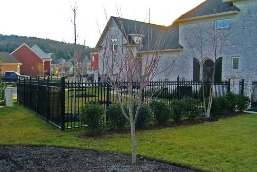 Aluminum Fence, Ornate Circles w/Trifinials