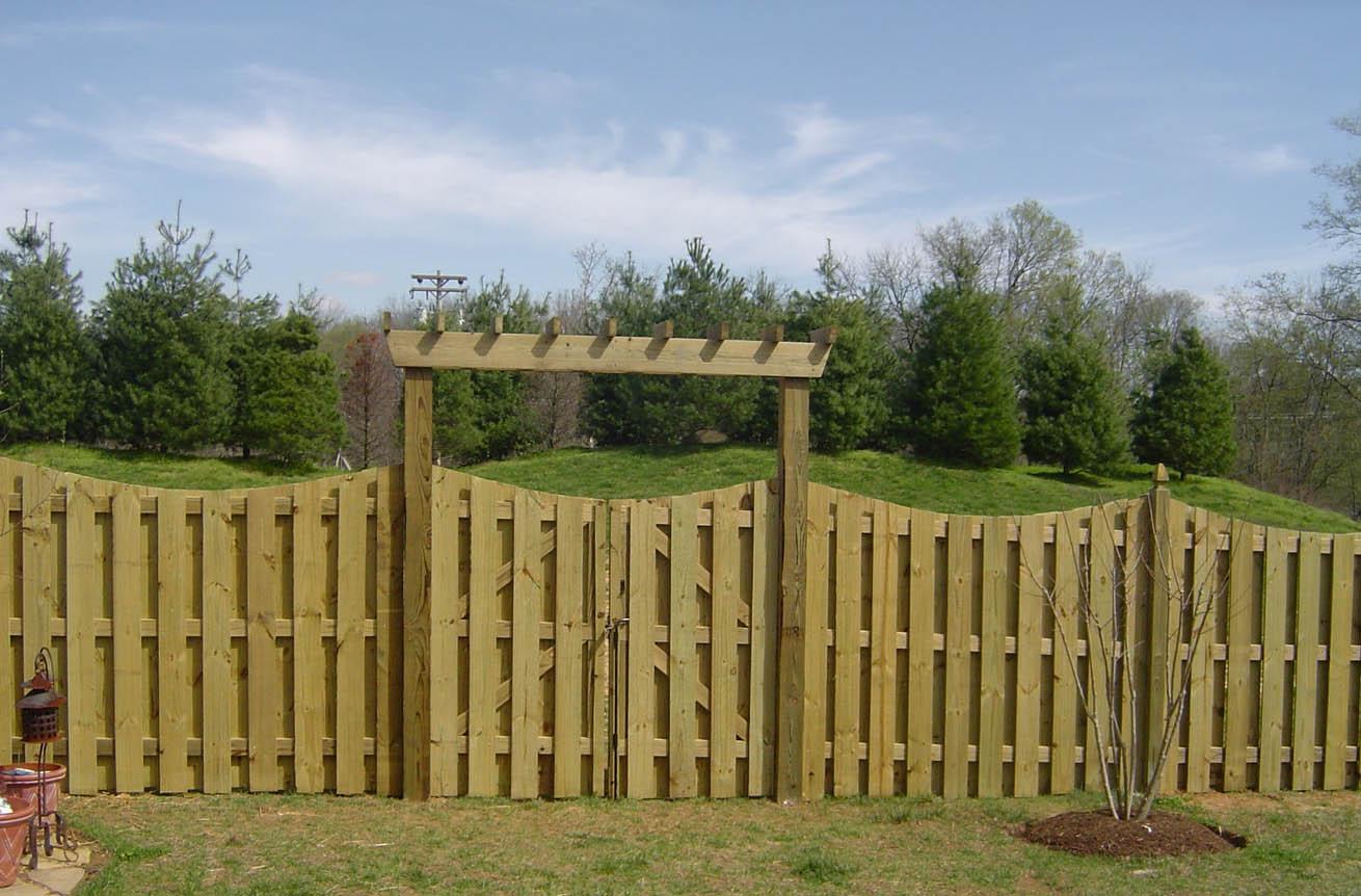 Wood Shadowbox Fence, Scalloped w/Arbor